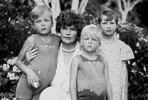 F Scott Fitzgerald Grandchildren Another link is broken...