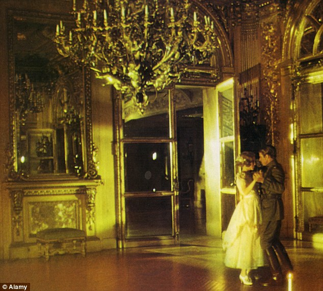 an analysis of the scene at the plaza hotel in the great gatsby by f scott fitzgerald Scott fitzgerald's the great gatsby follows jay gatsby, a man who orders his life around one desire: to be reunited with daisy buchanan, the love he lost five years earlier gatsby's quest leads him from poverty to wealth, into the arms of his beloved, and eventually to death.