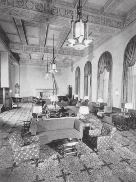 The Men's Lounge on the first floor of the Washington Athletic Club included many authentic antiques and original paintings. (Courtesy of Clinton White.)