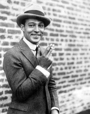 Rudolph Valentino smoke