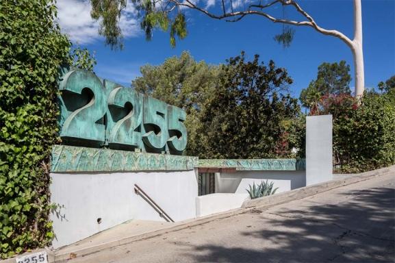 Samuel-Novarro House 002