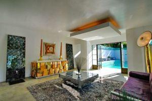 Samuel-Novarro House 008