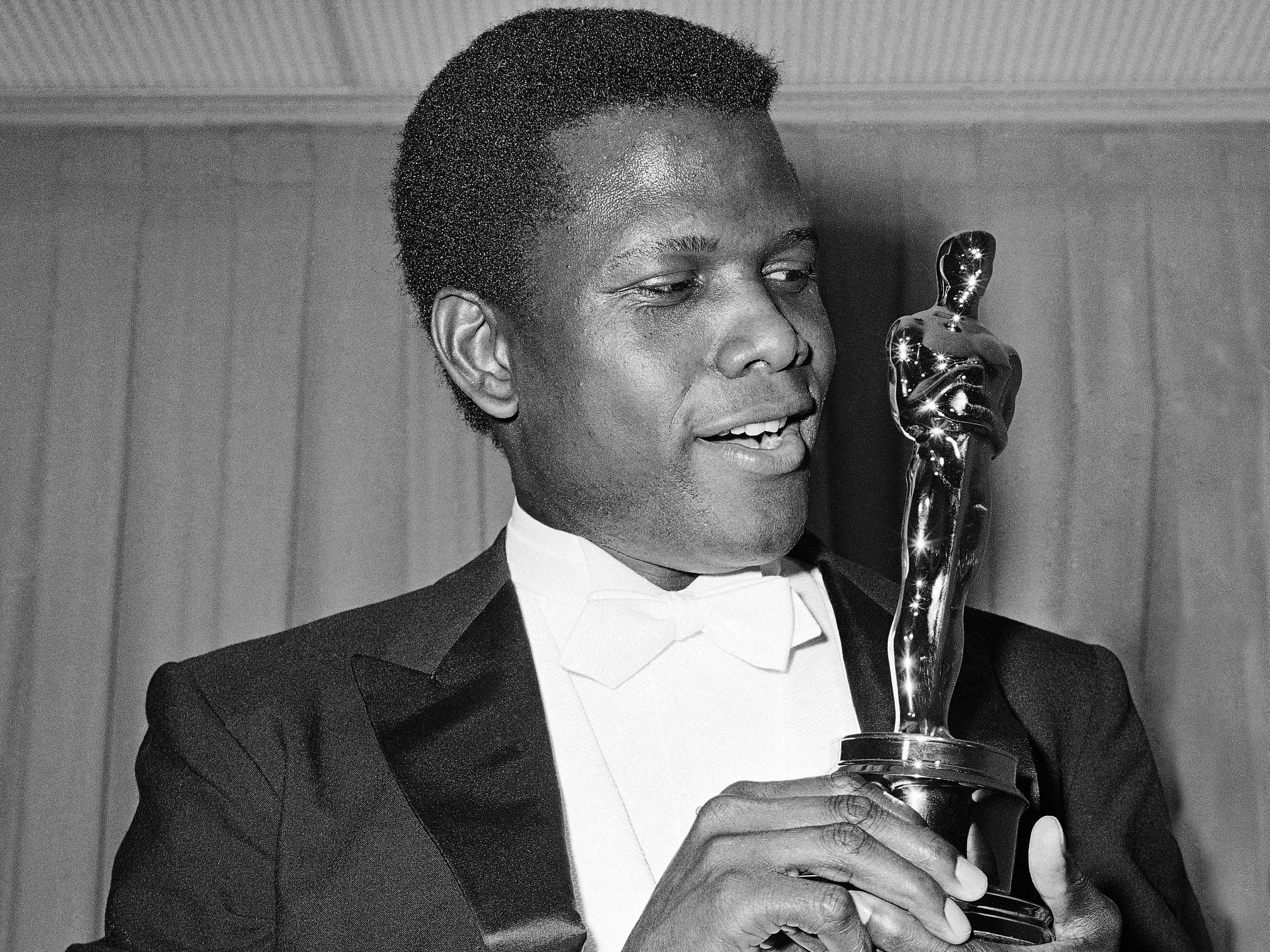 Hollywood Actresses Rocked In Black At 75th Golden Globes Red Carpet likewise Manchurian Candidate 2005 in addition Doris Day as well Robin Mclaurim Williams 2733 furthermore Happy 990th Birthday Sindey Poitier. on golden globe cecil b demille award